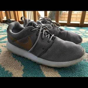 Nike Shoes - Men's Size 11, Nike Roshes with Gold Swoosh